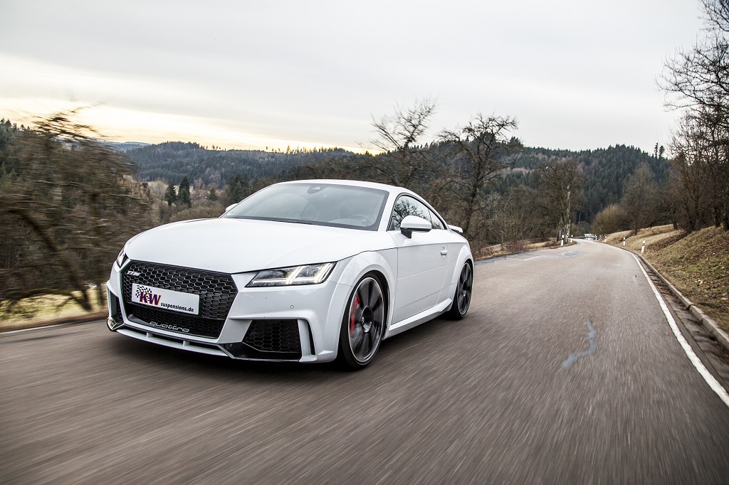 low_KW_Clubsport_3-way_Audi_TT-RS_Fahraufnahme_005
